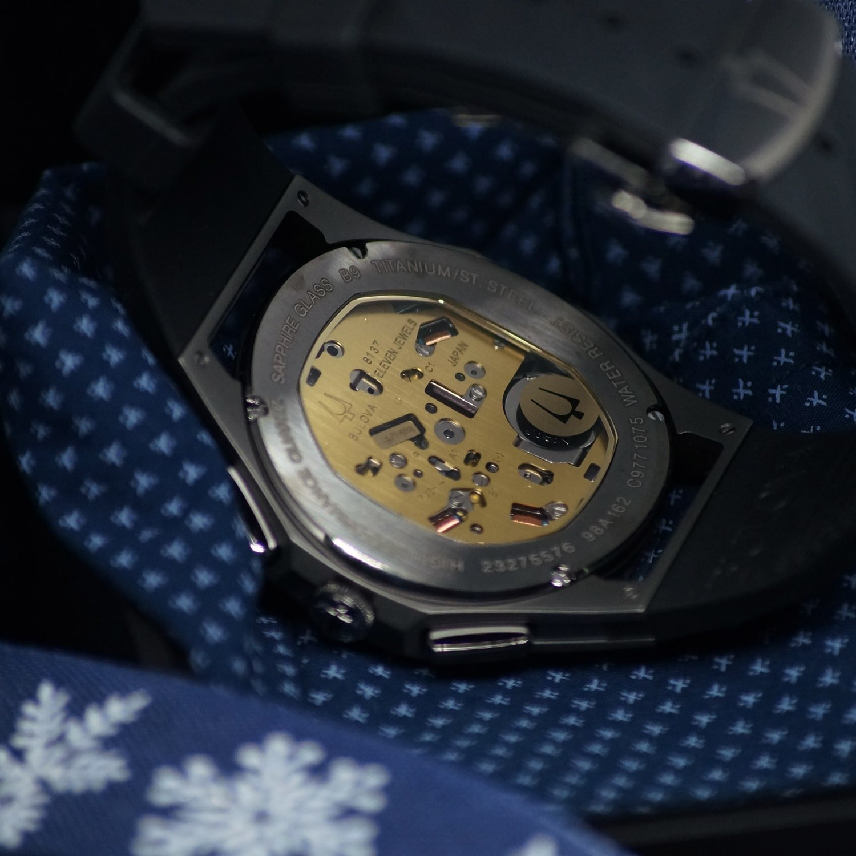 Pierwszy na świecie zegarek Bulova Curv z zakrzywionym mechanizmem chronografu wyposażony jest w wysokowydajną technologię kwarcową z częstotliwością wibracji 262 kHz.