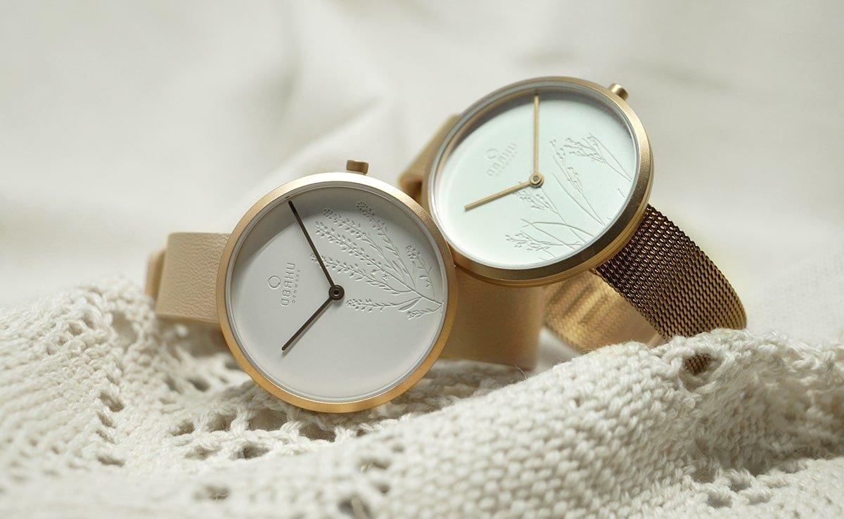 Zegarki Obaku ze stalowej koperty w kolorze różowego złota oraz białych analogowych tarcz inspirowanych naturą.