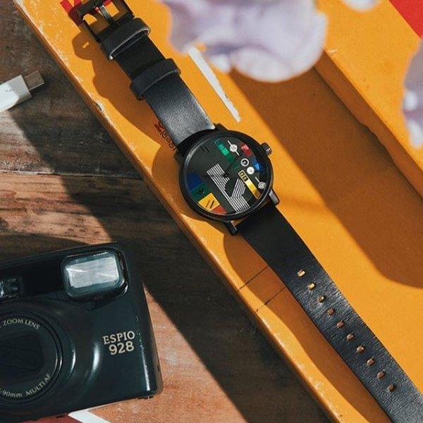 Designerski zegarek Adidas na skórzanym pasku w stylu z lat 80.