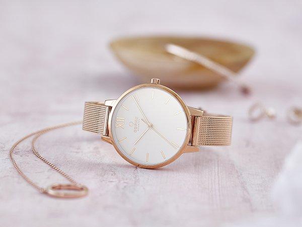 Damski zegarek Obaku Denmark w kolorze różowego złota na bransolecie mesh.