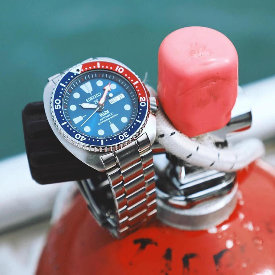 Zegarek Seiko Padi Prospex na srebrnej bransolecie z granatową tarczą