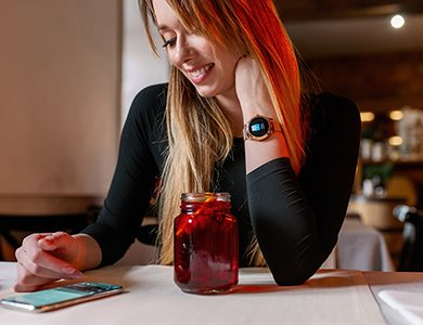 Elegancki smartwatch damski. 7 propozycji smartwatchy damskich na bransolecie