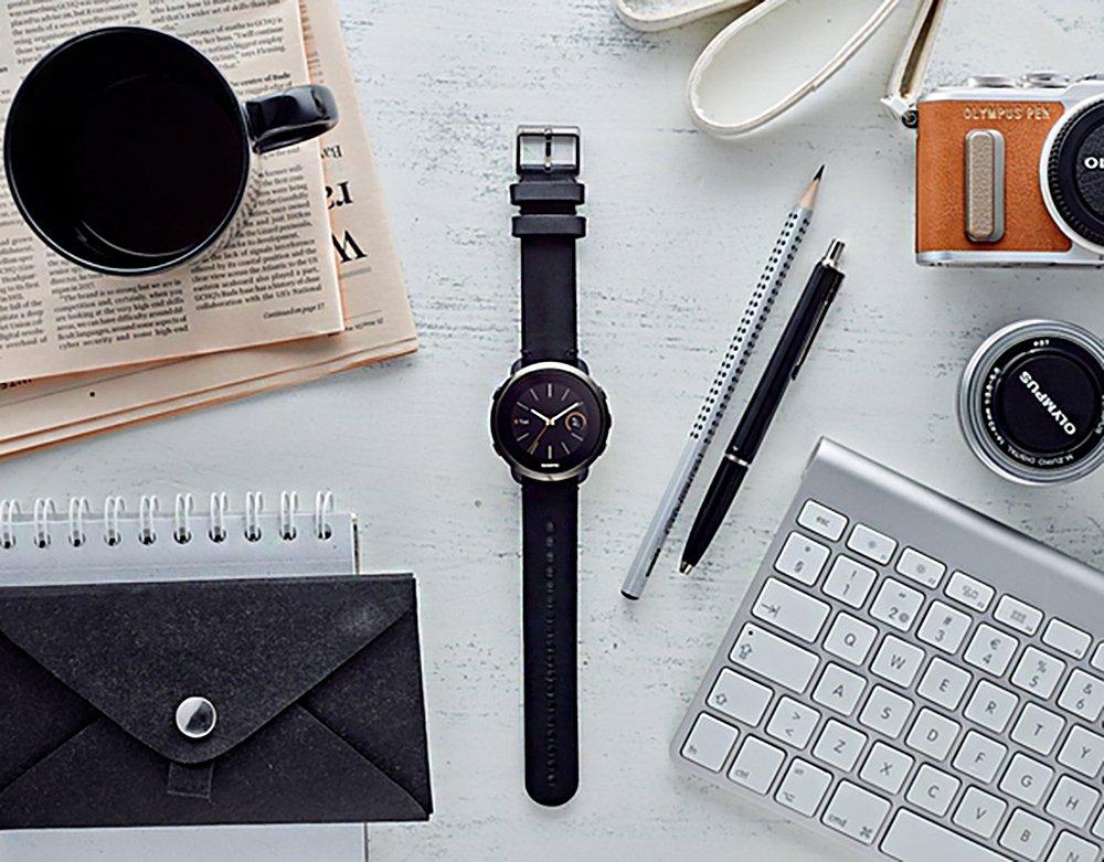 Zegarek Suunto w czarnym kolorze