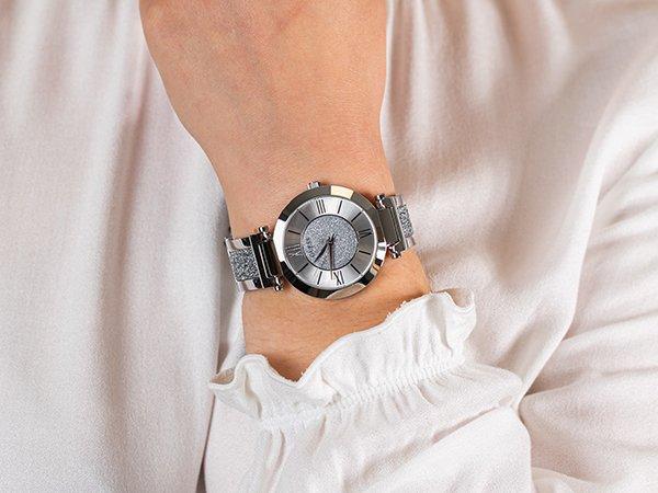 Co na prezent dla żony kochającej biżuterię? Zegarek Guess!