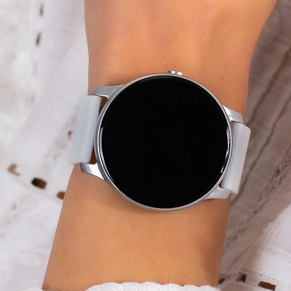 Czy zegarek komunijny musi być biały?