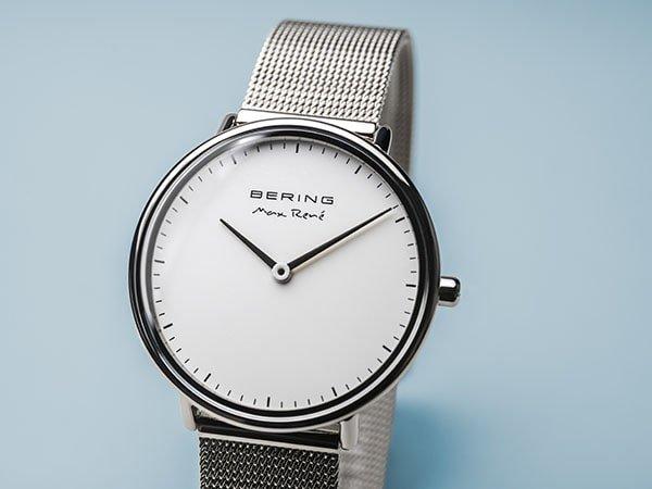 Stylowy zegarek Bering w srebrnym kolorze inspirowany arktyka