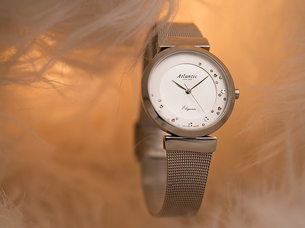 Złoty zegarek Atlantic idealny dla niej