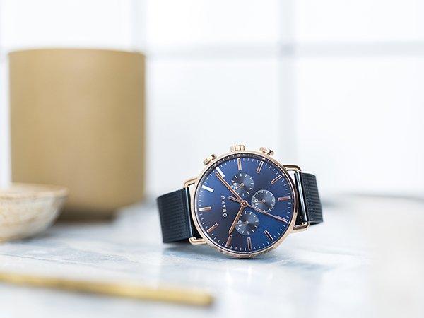 Męski zegarek Obaku Denmark w niebieskim kolorze na bransolecie mesh.