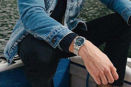 Automatyczny, męski zegarek Swatch YIS401G SISTEM BOREAL na srebrnej bransolecie z stali oraz okrągłej kopercie ze stali w srebrnym kolorze.