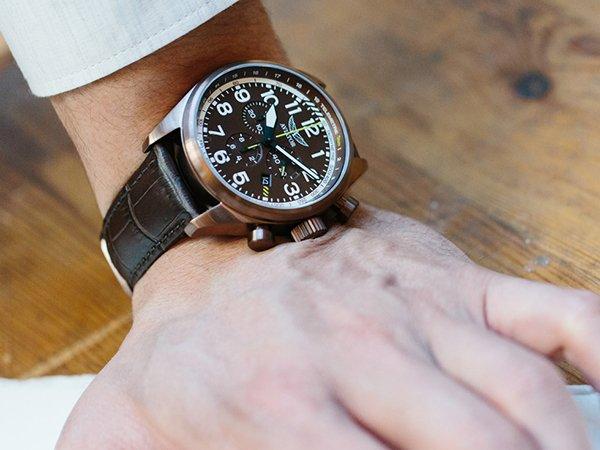 Skórzany pasek w zegarku Aviator.