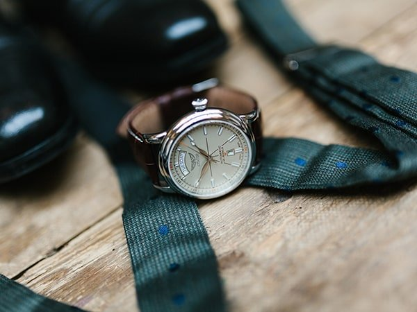 Szwajcarski zegarek Aviator