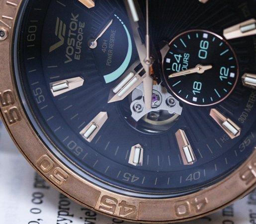 Zegarek Vostok Europe Energia Rocket Bronze z mineralnym utwardzanym szkiełkiem chroniącym wnętrze zegarka.