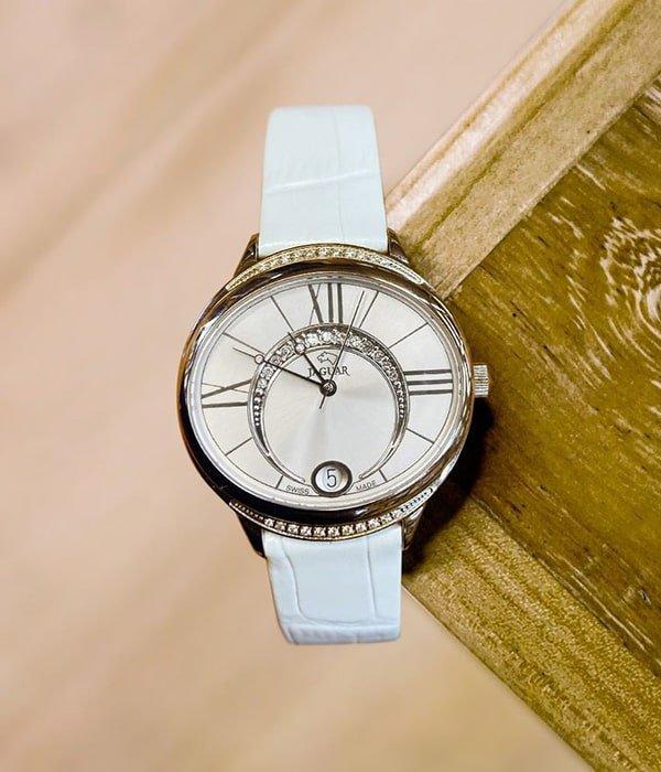 Damski zegarek Jaguar na białym skórzanym pasku