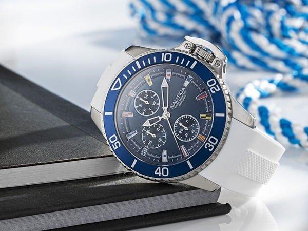 Zegarki Nautica na pasku z tworzywa sztucznego