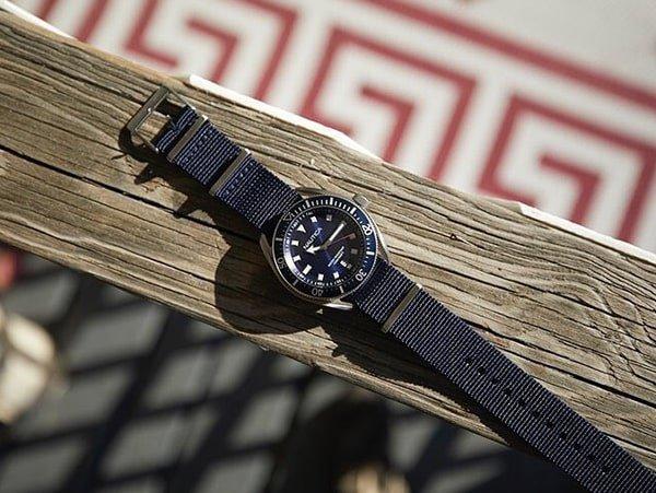 Zegarki Nautica na pasku materiałowym