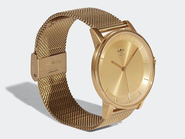 Zegarek Adidas w złotym kolorze na stylowej bransolecie mesh