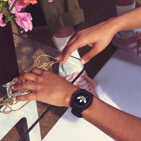 Designerski zegarek Adidas na pasku dla każdego.