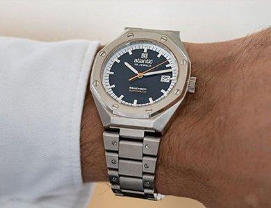Czy określenia replika i podróbka zegarka oznaczają to samo?