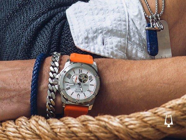 Zegarki Bulova na pasku z tworzywa sztucznego