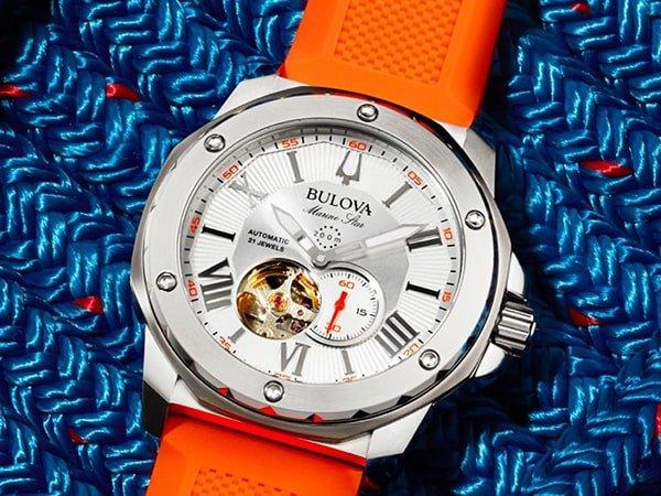 Zegarki Bulova na pasku wykonanego z tworzywa sztucznego
