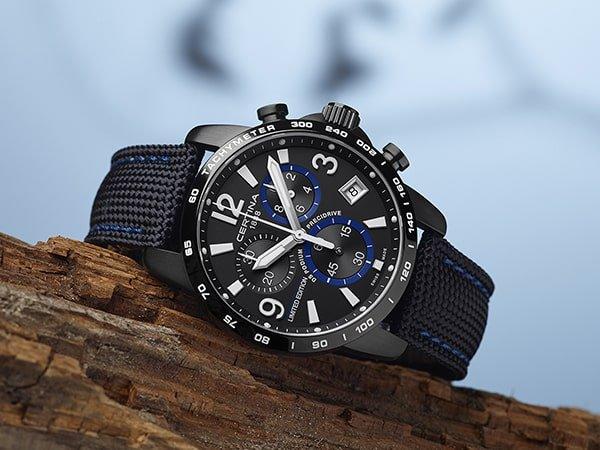 Sportowy zegarek Certina na tekstylnym pasku NATO.