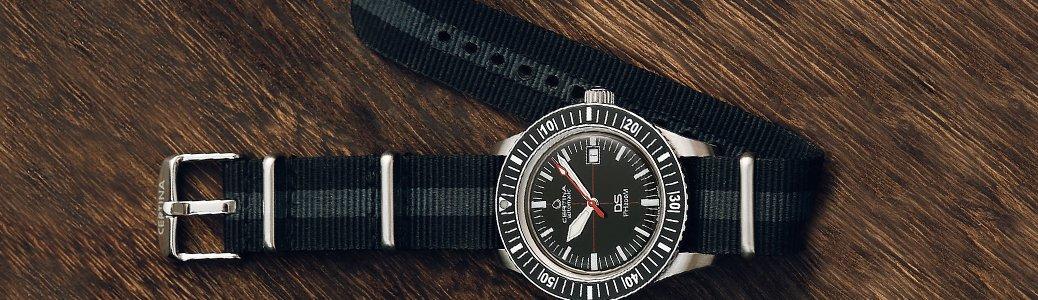 Męski zegarek Certina z parcianym paskiem.