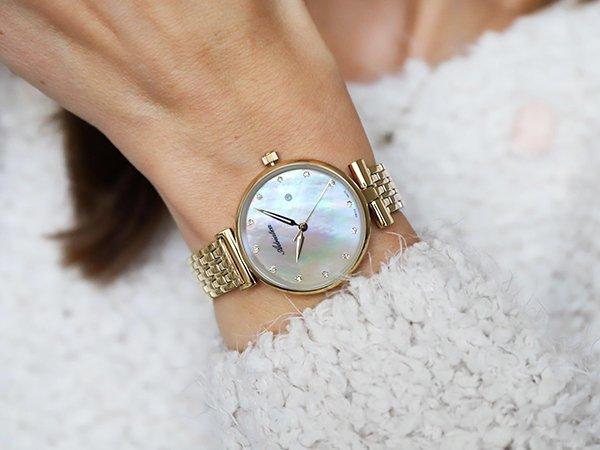Piękna perłowa tarcza w zegarku Adriatica