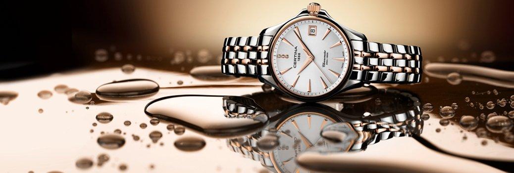 Klasyczny zegarek Certina C032.051.22.036.00 z kwarcowym mechanizmem oraz stalową kopertą i bransoletą w kolorze srebra oraz różowego złota.