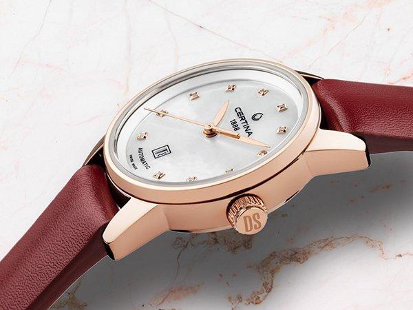 Zegarek damski – ładny i praktyczny dodatek