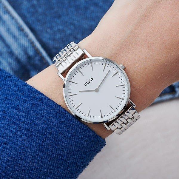 Damski zegarek Cluse na srebrnej bransolecie.