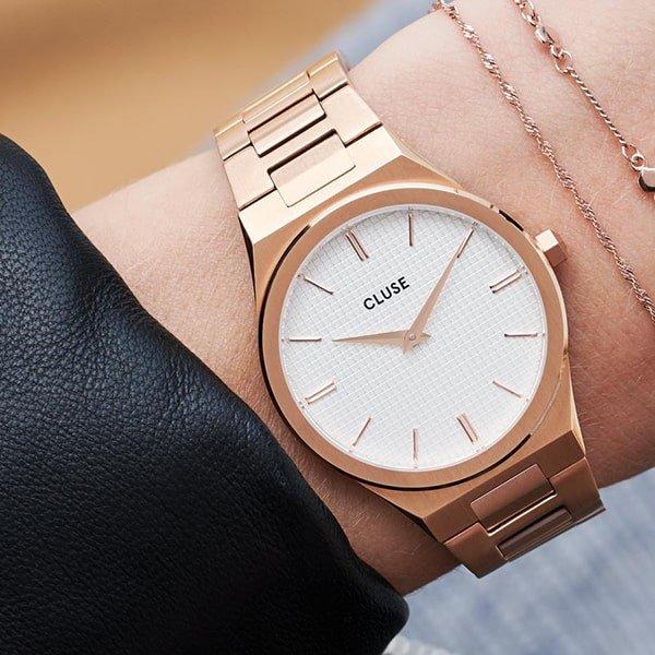 Zegarek Cluse na złotej bransolecie
