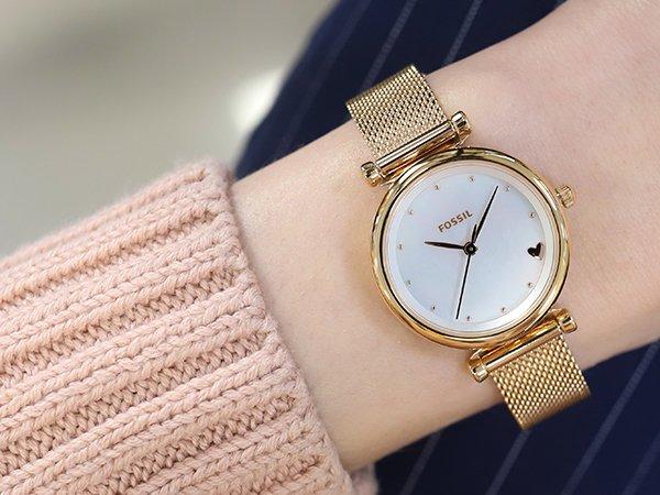 5. Zegarek damski na Walentynki w klasycznej odsłonie, czyli Fossil CARLIE MINI Rose Gold