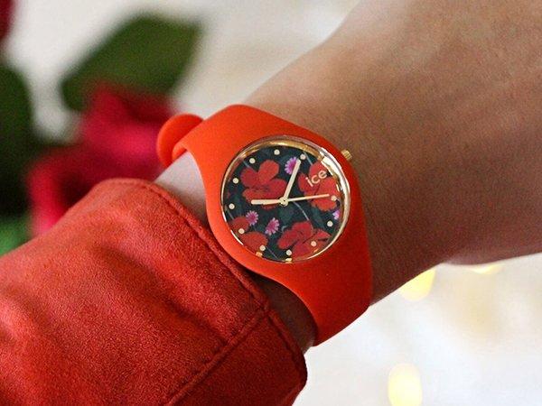 Czerwony zegarek Ice watch z kwiatami na tarczy