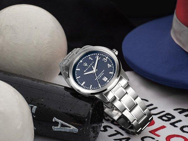 Zegarki z niebieską tarczą tworzone z inspiracji