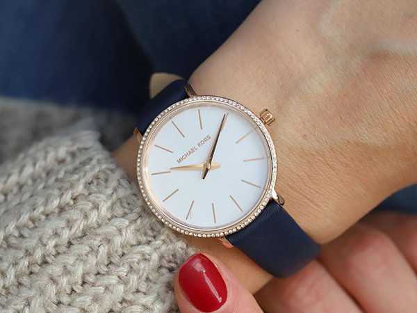 Elegancka kobiecość zegarków Michael Kors Pyper