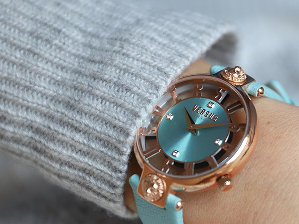 modne zegarki versus versace