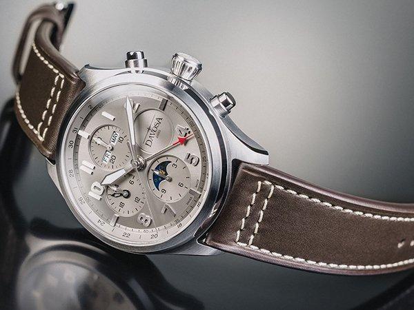 Ponadczasowy zegarek Davosa Newton