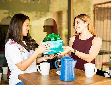 Pomysł na prezent dla przyjaciółki. 7 ciekawych pomysłów na prezent urodzinowy dla przyjaciółki