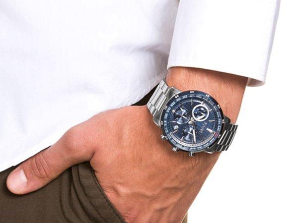 Zegarki JOOP! na bransolecie w klasycznym stylu