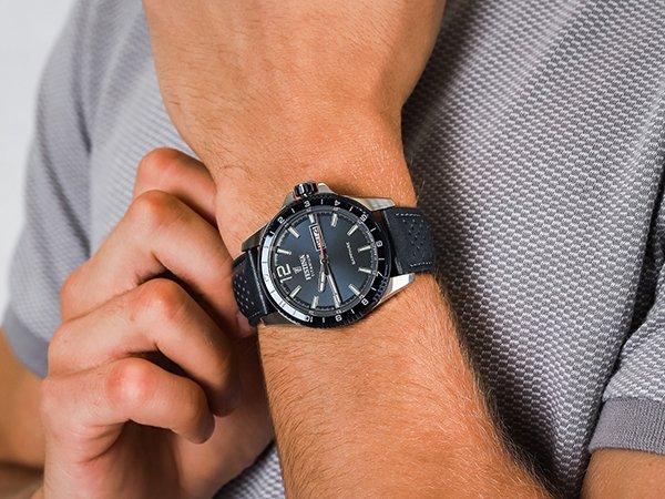 Zegarki Festina Titanium – idealny dodatek na specjalne okazje dla miłośnika sportu