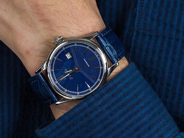 Szwajcarskie zegarki męskie w niebieskim kolorze