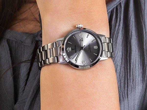 Zegarki tytanowe czyli idealne zegarki dla kobiet alergiczek.