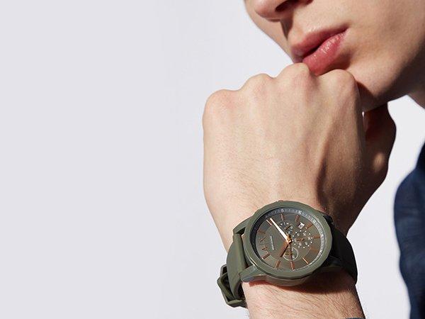 Męski zegarek Armani Exchange w oliwkowym kolorze