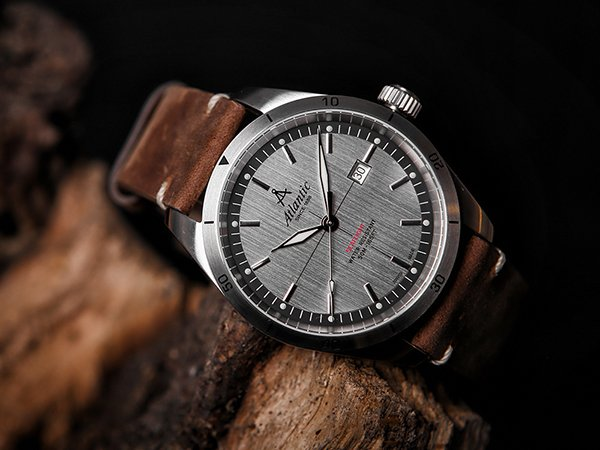 Lotnicza stylistyka zegarków Atlantic Seaflight