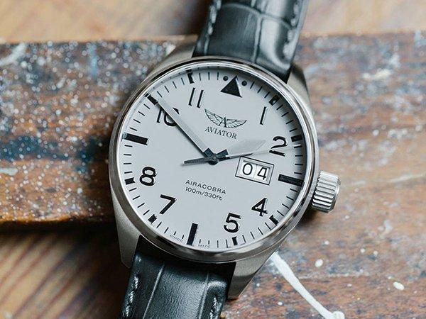 Elegancki zegarek marki Aviator na skórzanym pasku w szarym kolorze