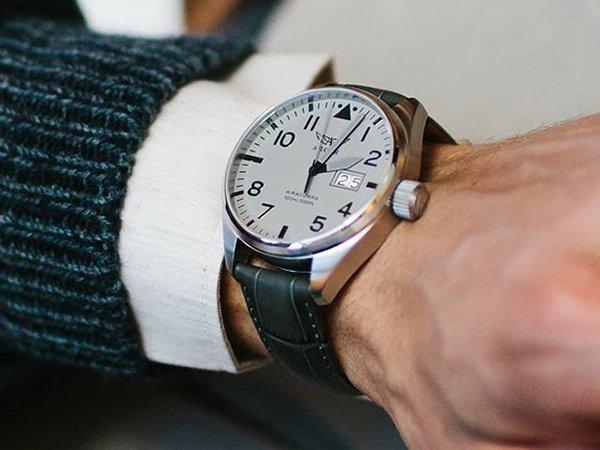 Aviator Airacobra - szwajcarskie zegarki inspirowane amerykańskim lotnictwem