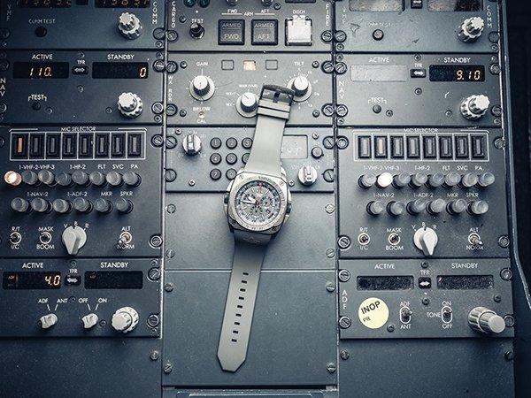 Militarny zegarek Aviator inspirowany lotnictwem