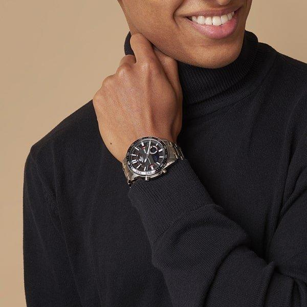 Męski zegarek Edifice na srebrnej bransolecie.