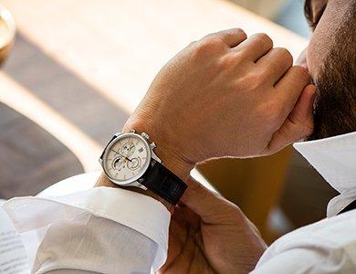Zegarek do garnituru ślubnego. Jak dobrać zegarek garniturowy?