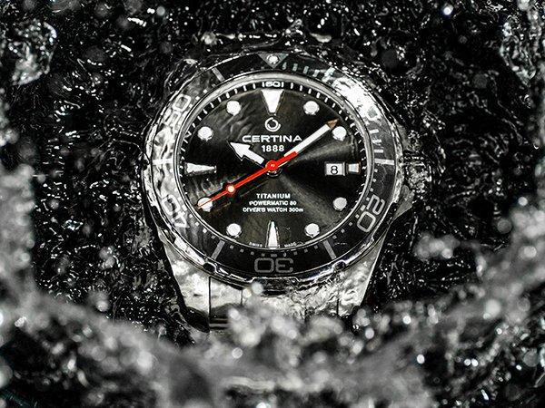 Wysoka wodoszczelność zapewniająca bezpieczne korzystanie z zegarka.